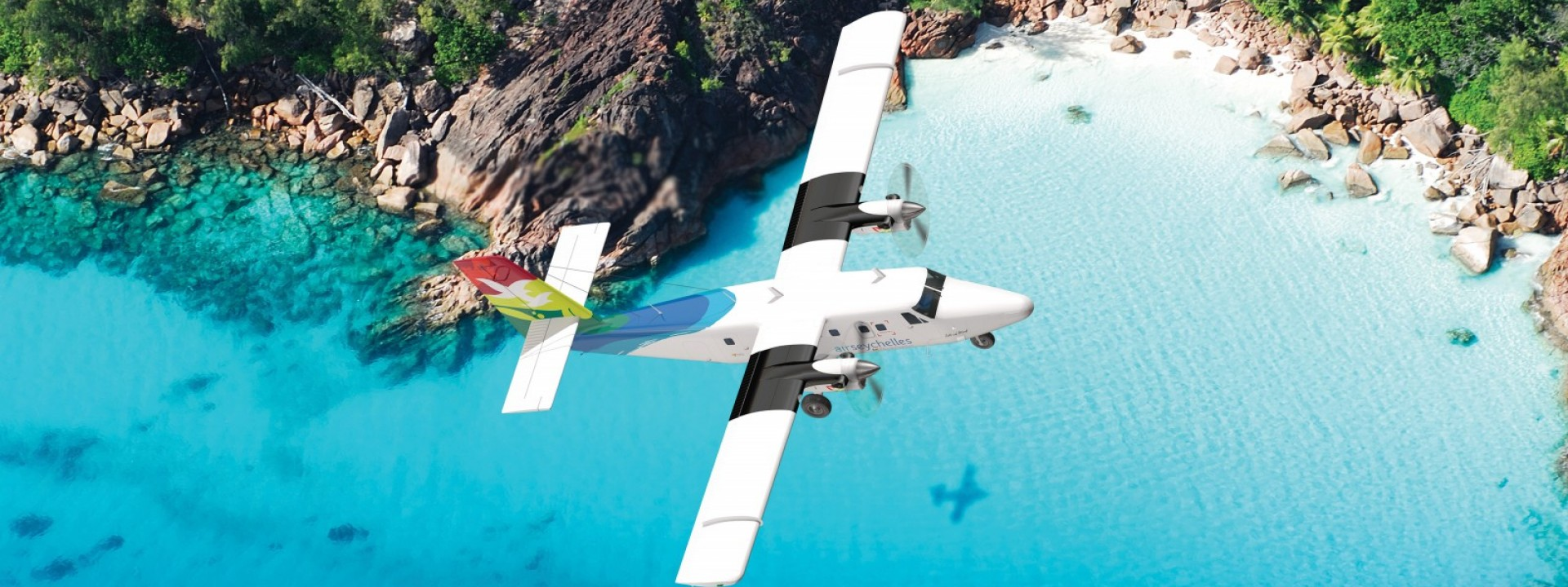 Air Seychelles Domestic Twin Otter Über den Inselstrand fliegen